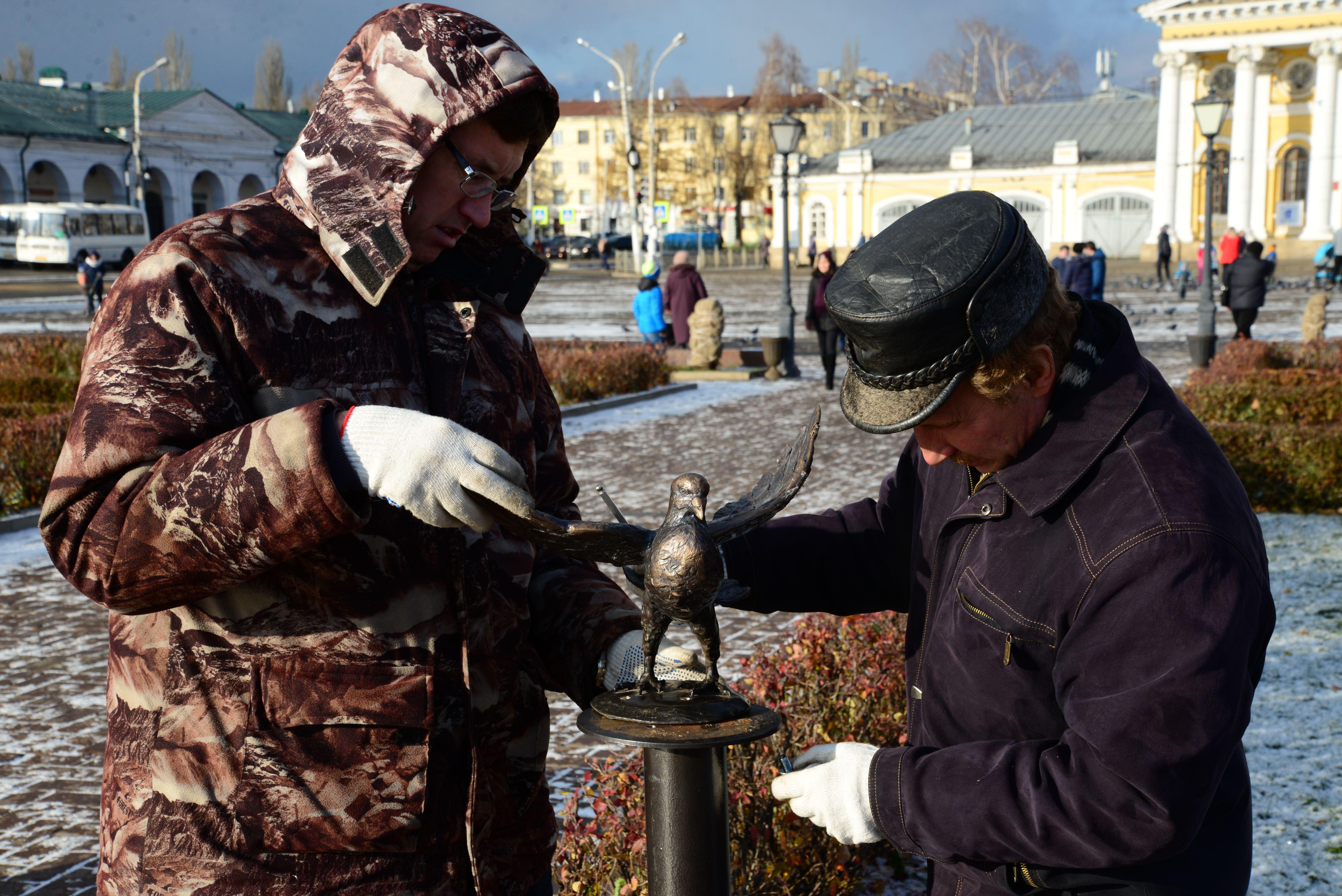 НаСусанинскую площадь вернули бронзового голубя