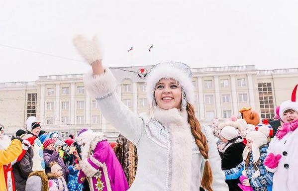 Костромская Снегурочка уезжает вПариж. Инеодна